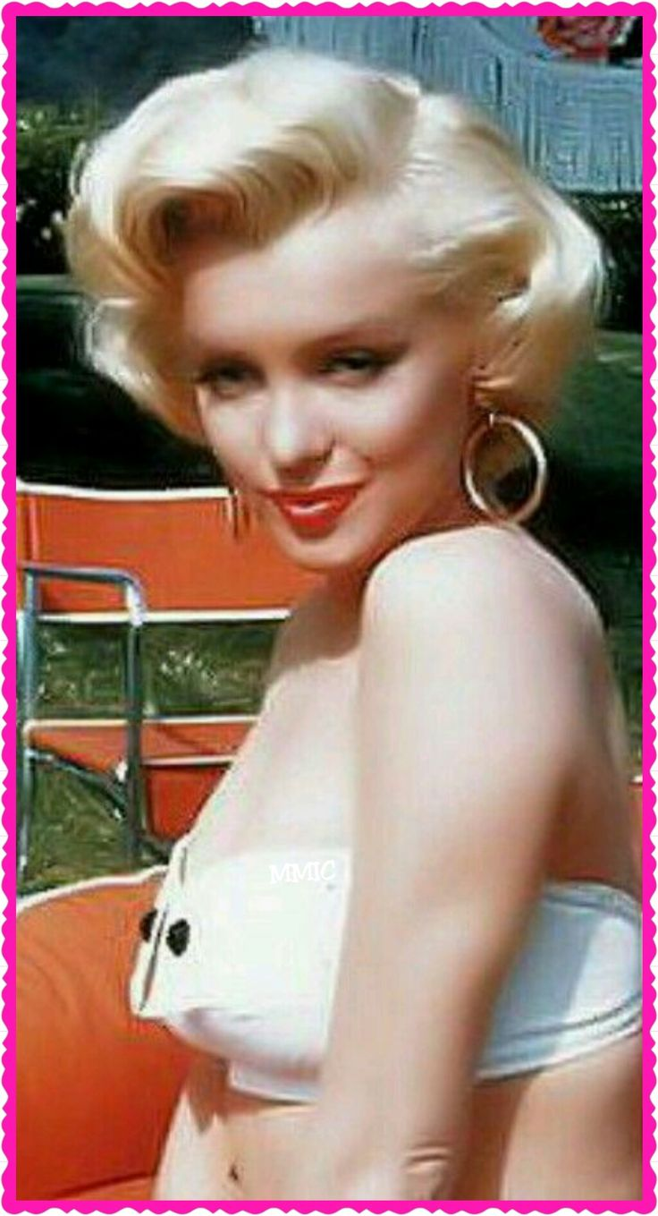 Marilyn Monroe looks really polished on this picture , very pretty