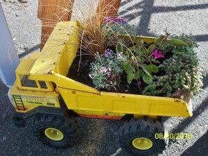I don't think I can get away with this at our house just yet - our old trucks still get a LOT of use - but if you have some that don't - this would be really cute at a day care or playground.: Tonka Trucks, Gardens Ideas, Old Trucks, Toys Trucks, Minis Gardens, Children Toys, Kids Gardens, Planters Ideas, Kids Toys