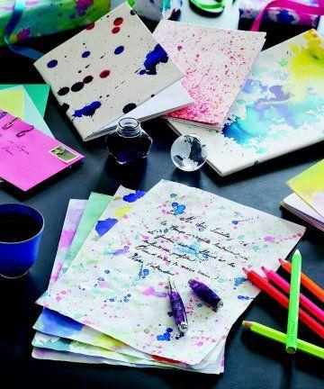 Du papier à lettres et des carnets décorés de taches d'encre / Paper letters and notebooks decorated ink tasks
