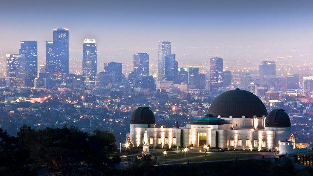 Fancy Visiting The La La Land Locations In La Los Angeles Skyline Los Angeles Cityscape Skyline