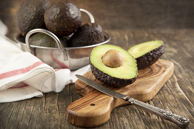 Jídel, která vám pomohou nejen přijmout, ale také spálit kalorie a snížit váhu je poměrně hodně, většina i dobře chutná a tak by neměl být problém je zařadit od vašeho jídelníčku. Navíc každá z těchto potravin přináší i další zdravotní výhody, takže se vyplatí je jíst, i když snížit váhu nepotřebujete. Grapefruit Toto ovoce zrychluje…