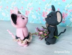 gratis free:Crochet mouse couple pattern Make your day joyful with this sweet romantic mouse couple! It will be a cute gift decoration or accessory for wedding or anniversary. You can crochet these mice and add some special details like veiling flowers and beads.