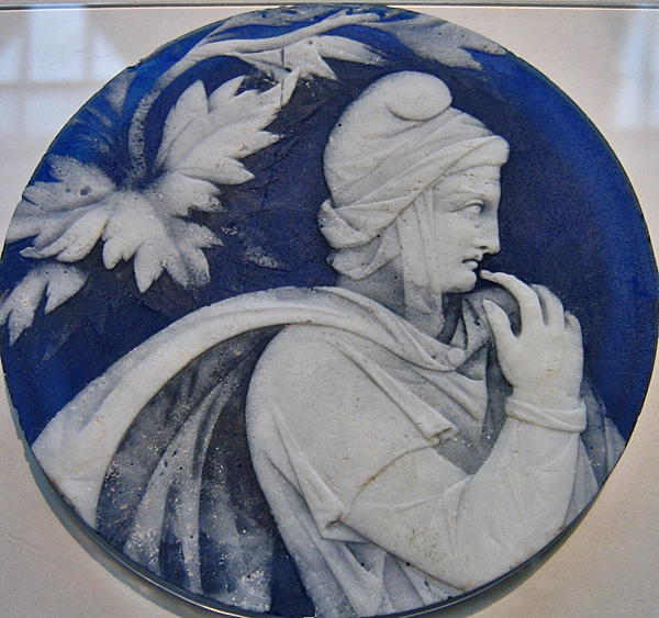 Paris, glass cameo-style disc of blue and white Roman, 27 BCE - 37 CE. Associated with the Portland Vase. London, British Museum