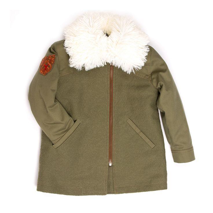 Jacket khaki Оригинальная комбинированная куртка цвета хаки. Перед и спинка выполнены из плотной хлопковой жаккардовой ткани. Нашивка на рукаве красиво перекликается с металлофурнитурой куртки #yumekidswear #yume #yumemoda #fashion #kids #дизайн #мода #дети #одежда #style #russia #fasionkids