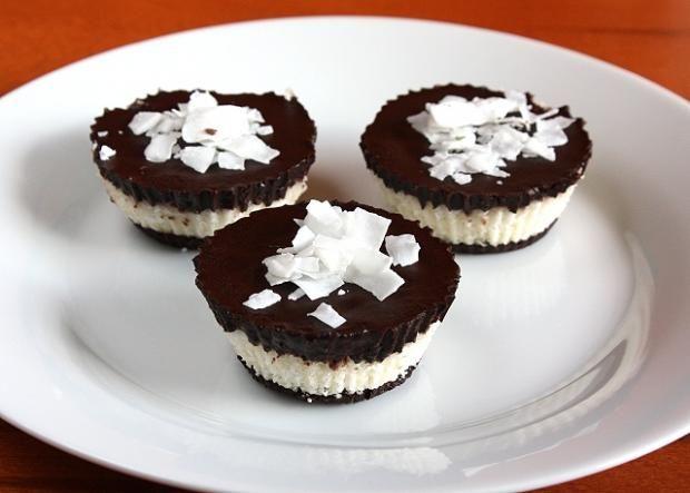 Raw čokoládovo kokosové košíčky, Nepečené zákusky, recept | Naničmama.sk