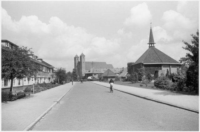 Willem de Zwijgerplantsoen in de nieuwe wijk #Tuindorp, #Utrecht (1942). Photo by Nico #Jesse