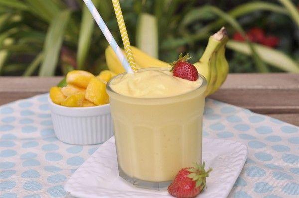 Smoothies zijn waarschijnlijk de beste manier om je spieren van brandstof te voorzien en nutriënten binnen te krijgen. Ontdek hier 10 bananen smoothies.