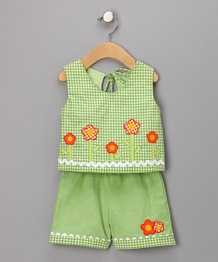 Love the gingham and applique flowers!