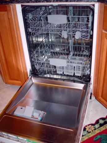 How to clean dishwasher using bleach & white vinegar