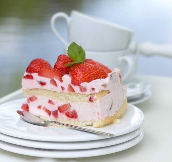 Delicious Strawberry Cake - Mehevä mansikkakakku, resepti – Ruoka.fi