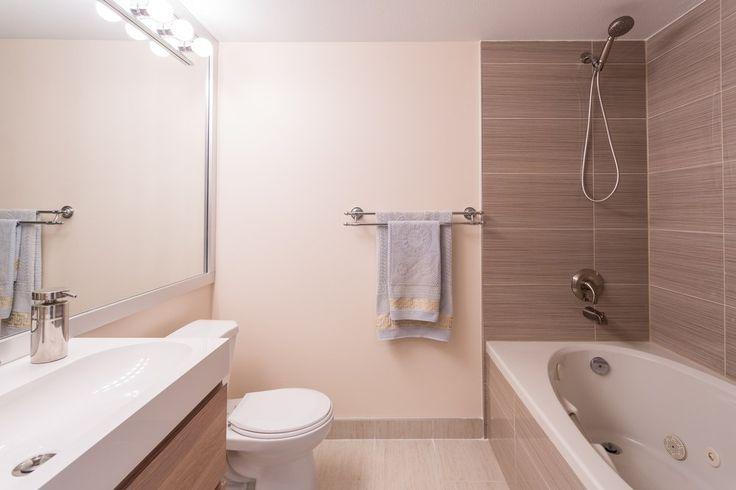 Если вы хотите сэкономить на покупке плитки  для ванной комнаты, воспользуйтесь следующим советом от #СантехникаТут: керамической плиткой облицуйте пол и стены вблизи непосредственного попадания воды, т.е. в зоне ванны или душевой кабины. А остальные стены можно просто покрасить или обклеить водостойкими обоями в тон.  Плитка для ванной комнаты – http://santehnika-tut.ru/keramicheskaya-plitka/ #смесители #сантехника #дизайн #ванна #дизайнванной #ваннаякомната