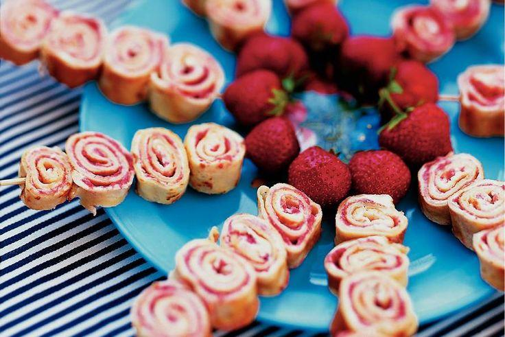 Pannenkoeken met aardbeien jam en verse aardbeien - Twisters - Recept - Allerhande