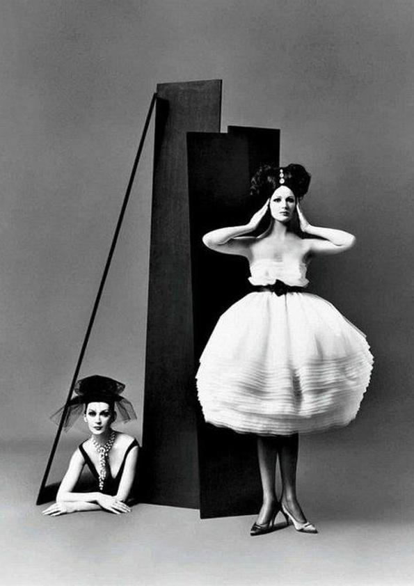 Dovima & Betsy Pickering in Lanvin-Castillo, photographed by Richard Avedon, 1958.