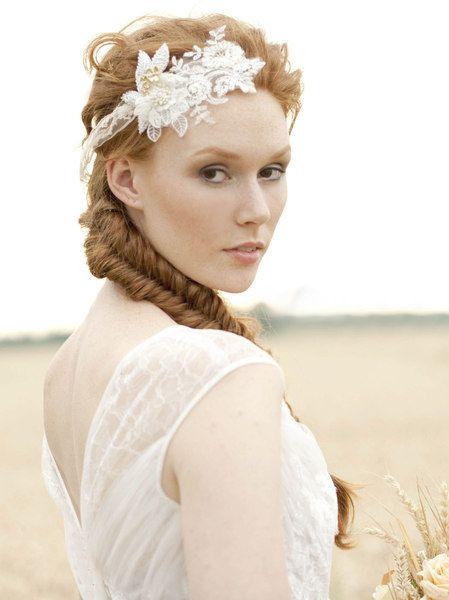 Haarband aus Spitze, beige, Hochzeit // lace wedding headpiece by La Chia via DaWanda.com