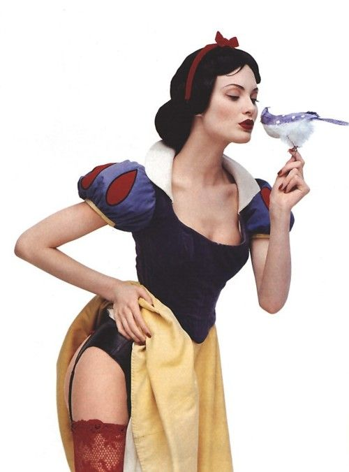 Sexy Snow White. This is actually a really good costume design!