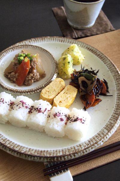 【朝ごはん】残りおかずでワンプレートの和食朝ごはん。