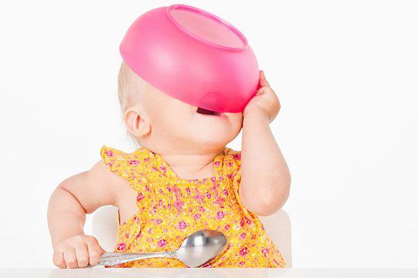 """Scurt, scurt, ştiu că sunteţi grăbiţi şi nu vreau să vă ţin mult… dar în ultima vreme mulţi prieteni m-au întrebat despre alimentele de origine vegetală şi când/cum se pot da copiilor mititei. Acum, trebuie să fie clar: copiii sunt de mai multe…"""" feluri"""": foarte mici şi atunci se numesc.. bebe sau sugari, mici (între …"""