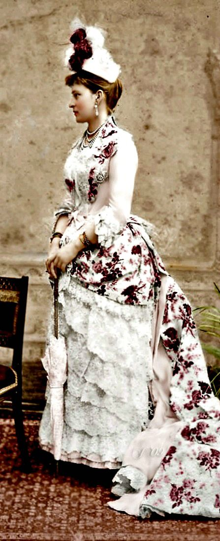 Alexandra Feodorovna- i've never liked dresses with flower prints. i think this is an exception??