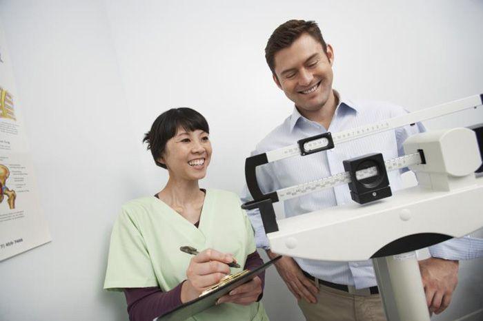 Mengetahui perkiraan berat badan ideal pria