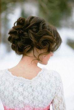 Bridal updo ideas for long hair   Un peinado de novia recogido para pelo largo.