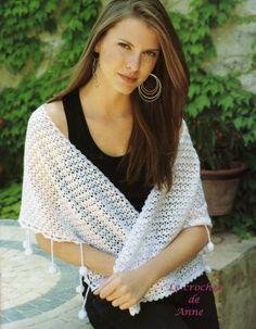 witte sjaal met kwastjes