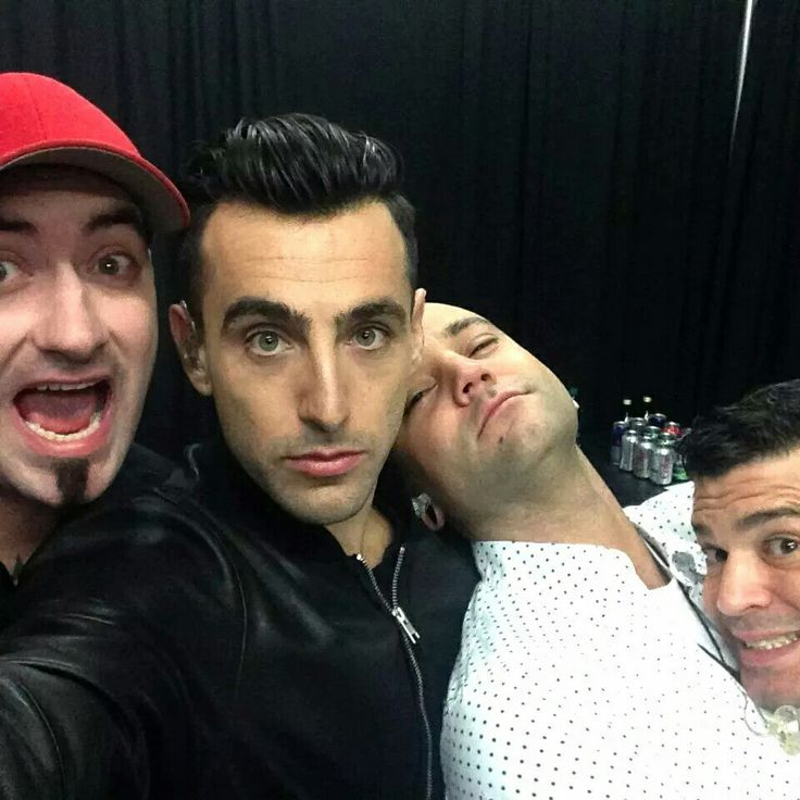 Love this picture..... This is love ❤ Hedley ❤