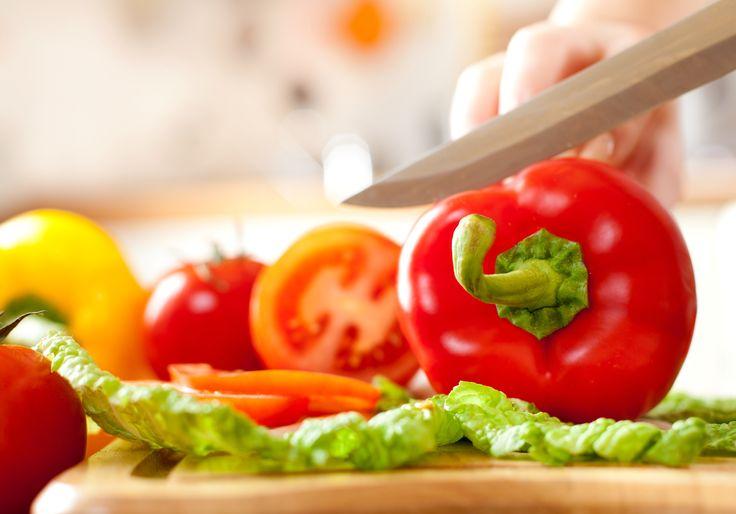 Recuerda lavar muy bien las  tablas de picar y desinfectarlas con sustancias especiales cuando las ha usado para verduras o para productos crudos como #Carnes, #Pescados y #Pollo. #Tips #AnitasExpress. Imagen vía: http://goo.gl/jKFPDb