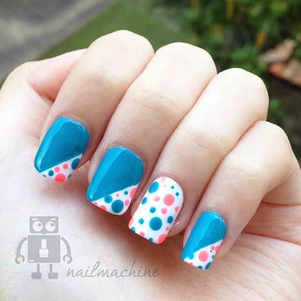 Polka dots nail art design How cute, i just love these colors