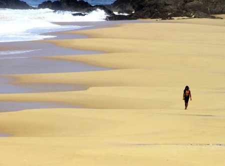 Rinaldi: A nomad walking on the beach against the scorching heat of the sun.