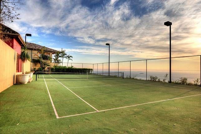 Stunning luxury villa @ Villa Vivante | Coffs Harbour, NSW | Accommodation. 2014 National Indulgence Award Winner. From $1100 per night. Sleeps 11. #tennis
