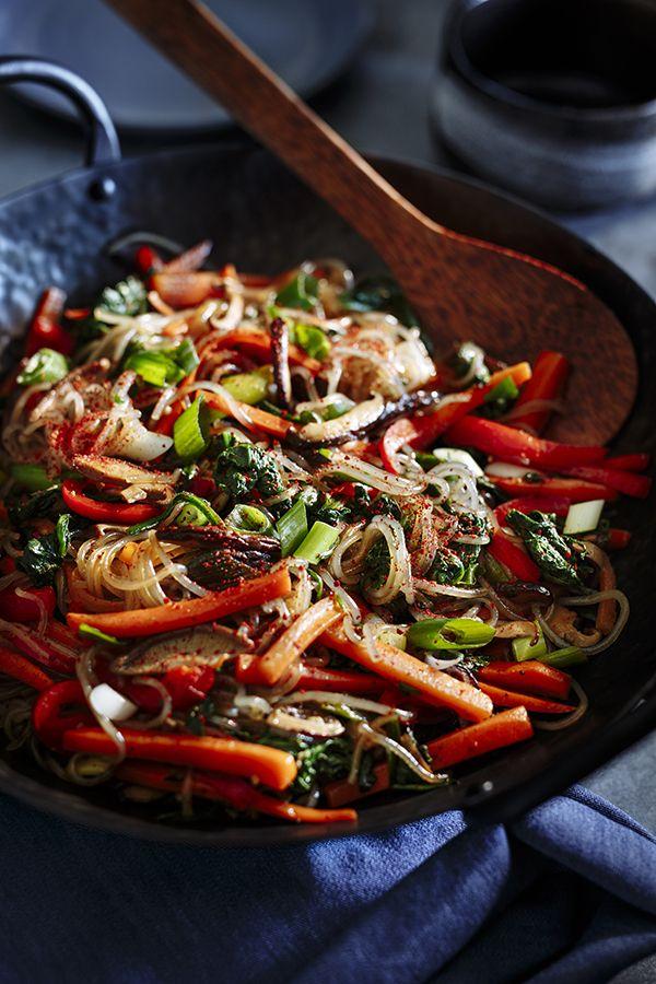 Japchae (Sauté de légumes et vermicelles de patate douce) - Châtelaine