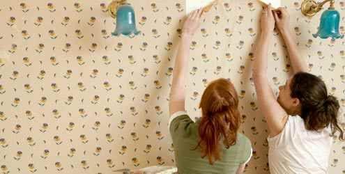 Como aplicar papel de parede - http://www.dicasdecoracao.com/como-aplicar-papel-de-parede/