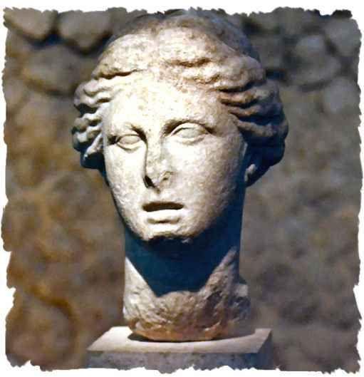Mitologia greco-romana - L'isola di Eea Non è chiaro dove si trovasse l'isola geograficamente. Alcuni studiosi suggeriscono che doveva trovarsi a est, vicino alla terra di Eete, re della Colchide, padre di Medea e custode del vello d'oro. Suggeriscono la Colchide perché Circe era la sorella di Eete, ma anche perché il palazzo della dea E #circe #circeo #colchide #eea #eete