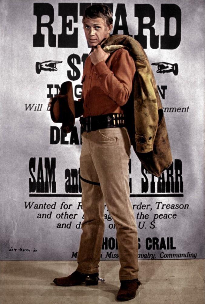 """""""Au nom de la loi"""", avec Steve McQueen, dans le rôle de Josh Randall - Bounty Hunter, chasseur de primes. --- """"J'ai tout de suite aimé le rôle de Josh Randall. Comme moi, c'est un solitaire, un errant, un type qui a le goût du danger"""", affirme l'acteur. Face à """"Gunsmoke"""", """"La grande Caravane"""", """"RinTinTin"""", """"Maverick"""", ou """"Colt 45"""", McQueen apporte un plus ; il joue l'antihéros, un chasseur de prime, méprisé, redouté, rejeté par la société qu'il défend."""