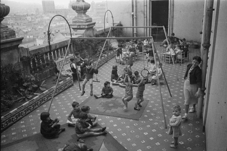 1950s spanish playground | Agustì Centelles, Barcelona, Spain, 1936-1939. Ministero de Educacion ...