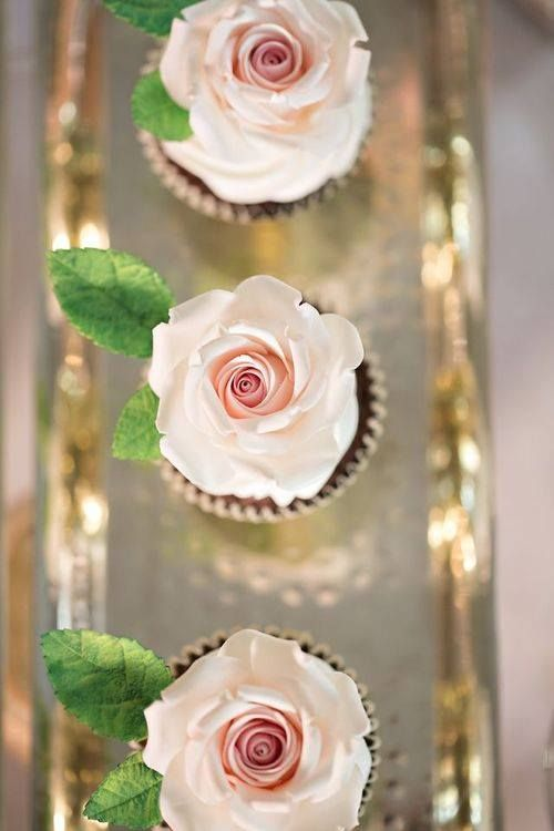 Cupcake Rose Do      a on Platters   Cupcakes  I asics      Silver platter Cupcake  Beautiful silver and