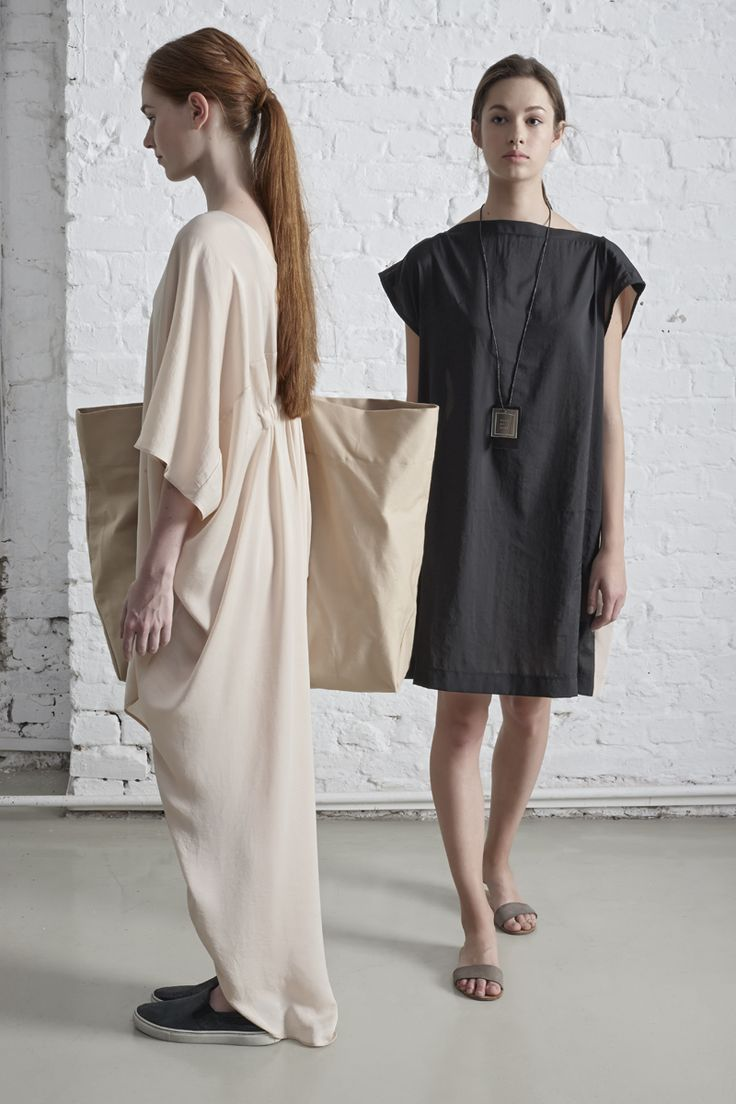 on the left: DRESS NONA // BAG SHOPPER on the right: DRESS EMLAS // NECKLACE NAMORA