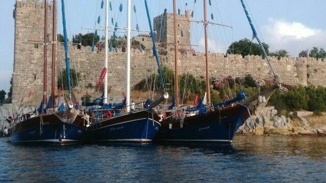 Kugu 1, Grandi and Gülden Irmak docked in front of Bodrum Castle