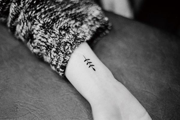 Petit tatouage feuille