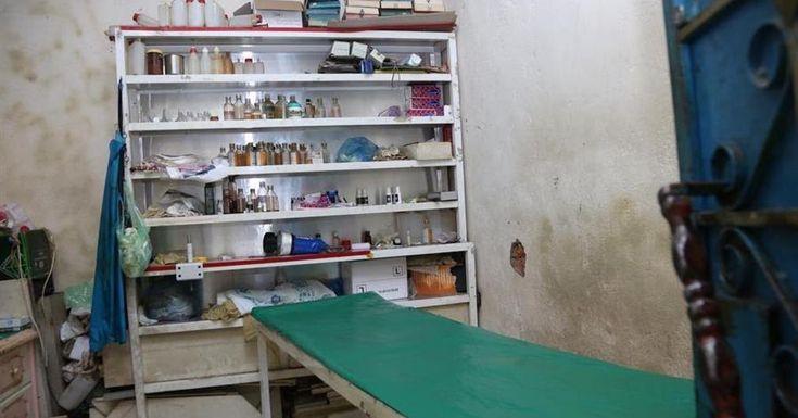 الإطاحة بمقيم انتحل مهنة طبيب بمكة المكرمة Bathroom Medicine Cabinet Decor Home Decor