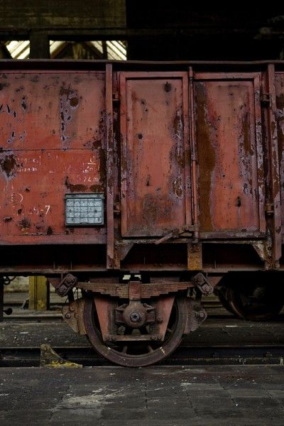 Rusted Red; SNCB Train Works © opacity.us