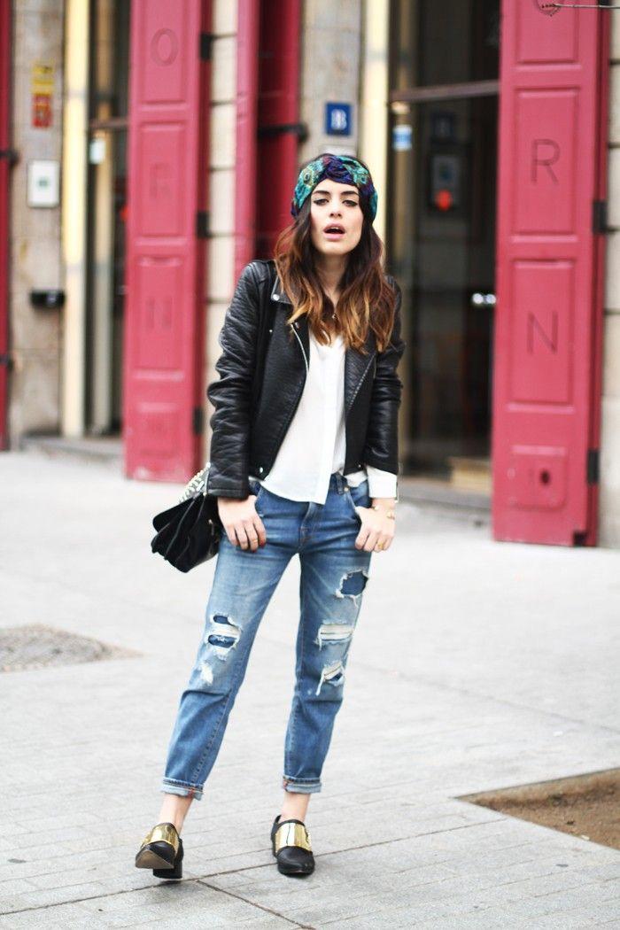 Boyfriend #jeans, chaqueta de cuero y un turbante para darle POP a tu #look. Ahora en LOOKHUNTERS turbantes para darle ese toque diferente a lo que te pongas! http://www.lookhunters.com/mujer/where/manufacturer/doce-grados