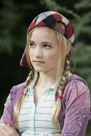 Emily Osment | 16 Disney Channel Stars Who've Managed To Keep It Together