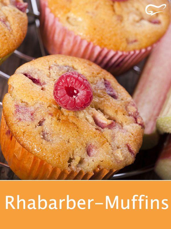 Rhabarber macht dieses Rezept für saftige Muffins zu einem besonderen Genuss.