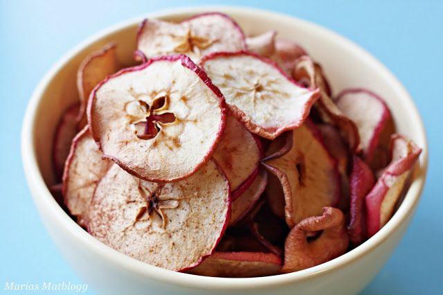 Tørkede epler, eller eplechips om du vil, er perfekt høstsnacks! Det smaker kjempegodt og er naturlig søtt, så du trenger ikke tilsette noe ...