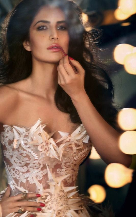 How Often we wonder about the Gorgeous Looks of these beautiful actresses & dream to look like them or maintain ourselves in the same manner! You'd be certainly Surprised Once you know this! #Bollywood #KatrinaKaif