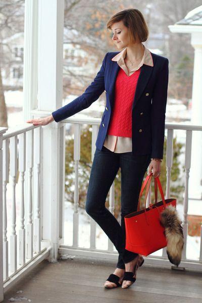 真っ赤なベスト×裾だしシャツコーデ