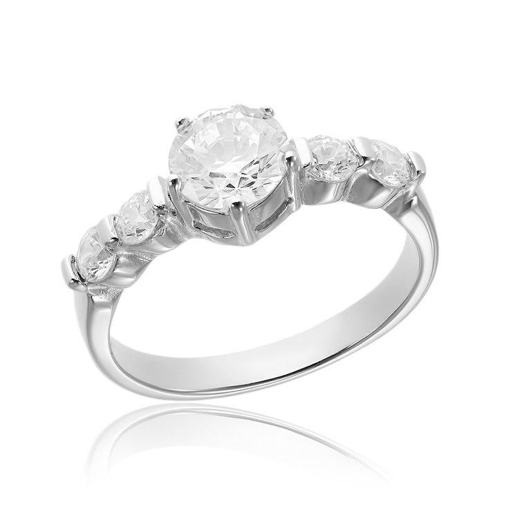 Inel de logodna argint Solitar si cristale mici laterale Cod TRSR009 Check more at https://www.corelle.ro/produse/bijuterii/inele-argint/inele-de-logodna-argint/inel-de-logodna-argint-solitar-si-cristale-mici-laterale-cod-trsr009/