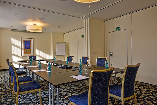 Eines der Konferenz- & Seminarräume / One of the conference and seminar rooms | RAMADA H+ Hotel Bremen