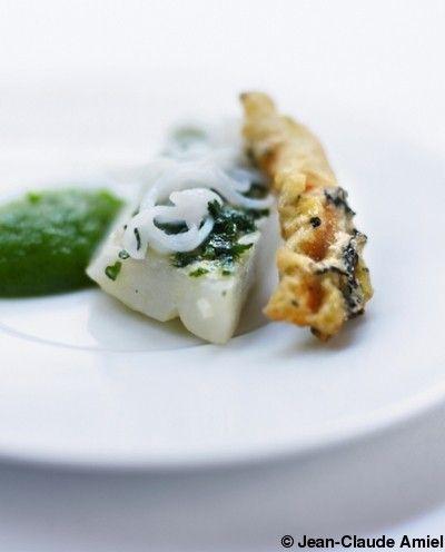 Barbue en persillade, mousseline de courgette verte et tempura de fleur de courgette au thé   pour 4 personnes - Recettes Elle à Table - Ell...